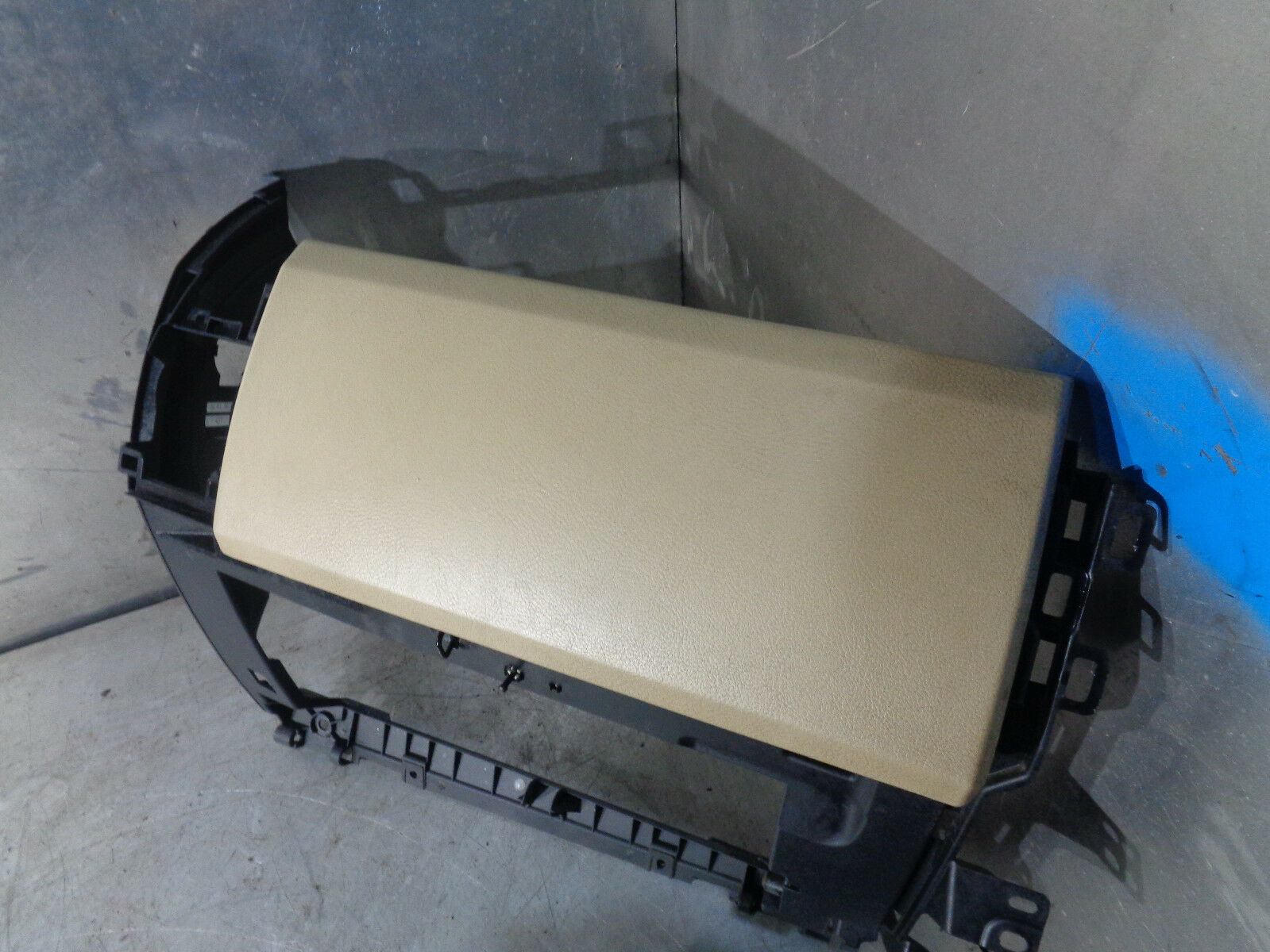cream Glovebox Land Rover discovery 3 2.7 TDV6 HSE 2004-2009 Upper tan