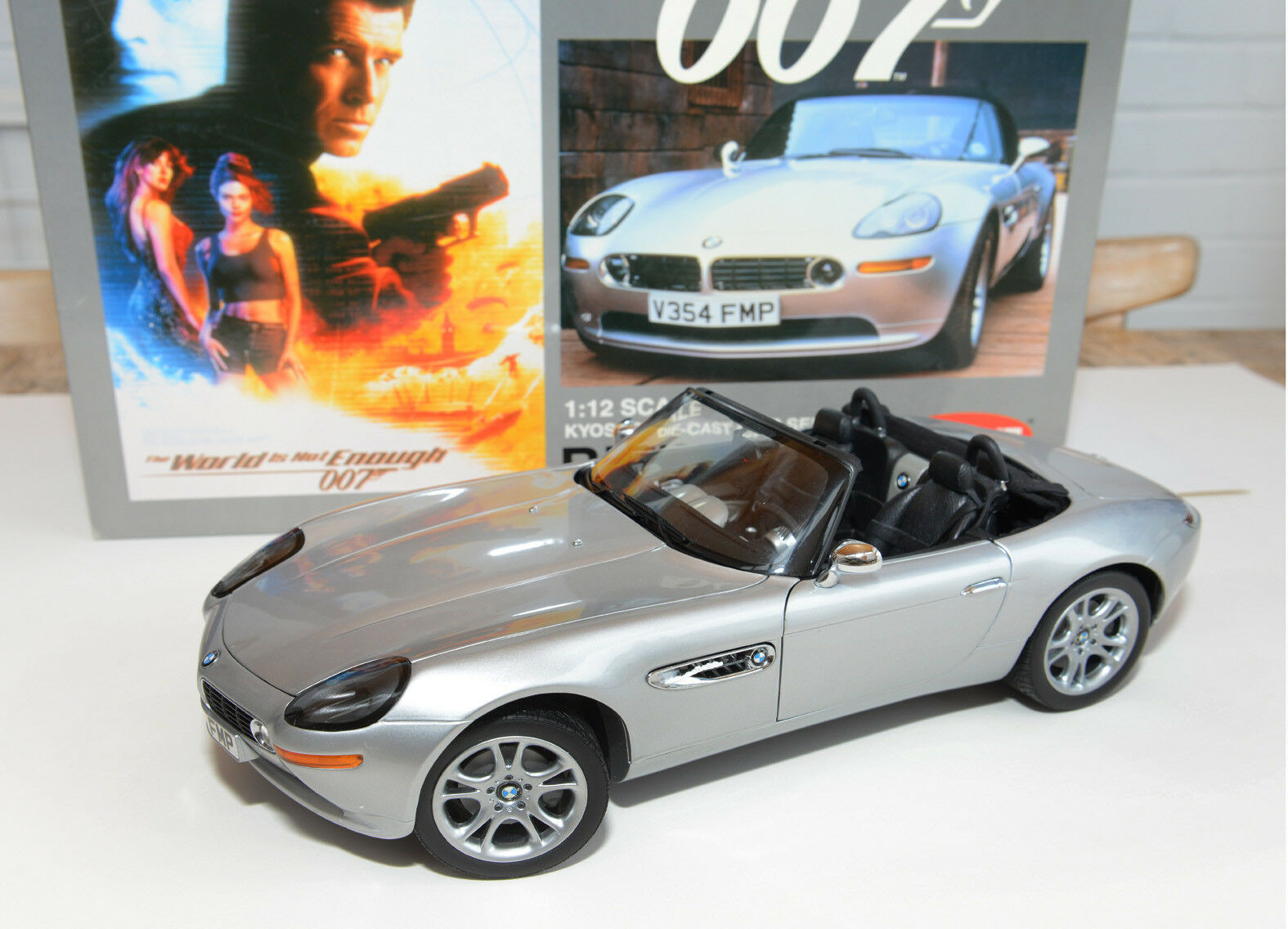 KYOSHO 1 12 SCALE JAMES BOND OO7 BMW Z8 THE WORLD IS NOT ENOUGH DIE-CAST CAR