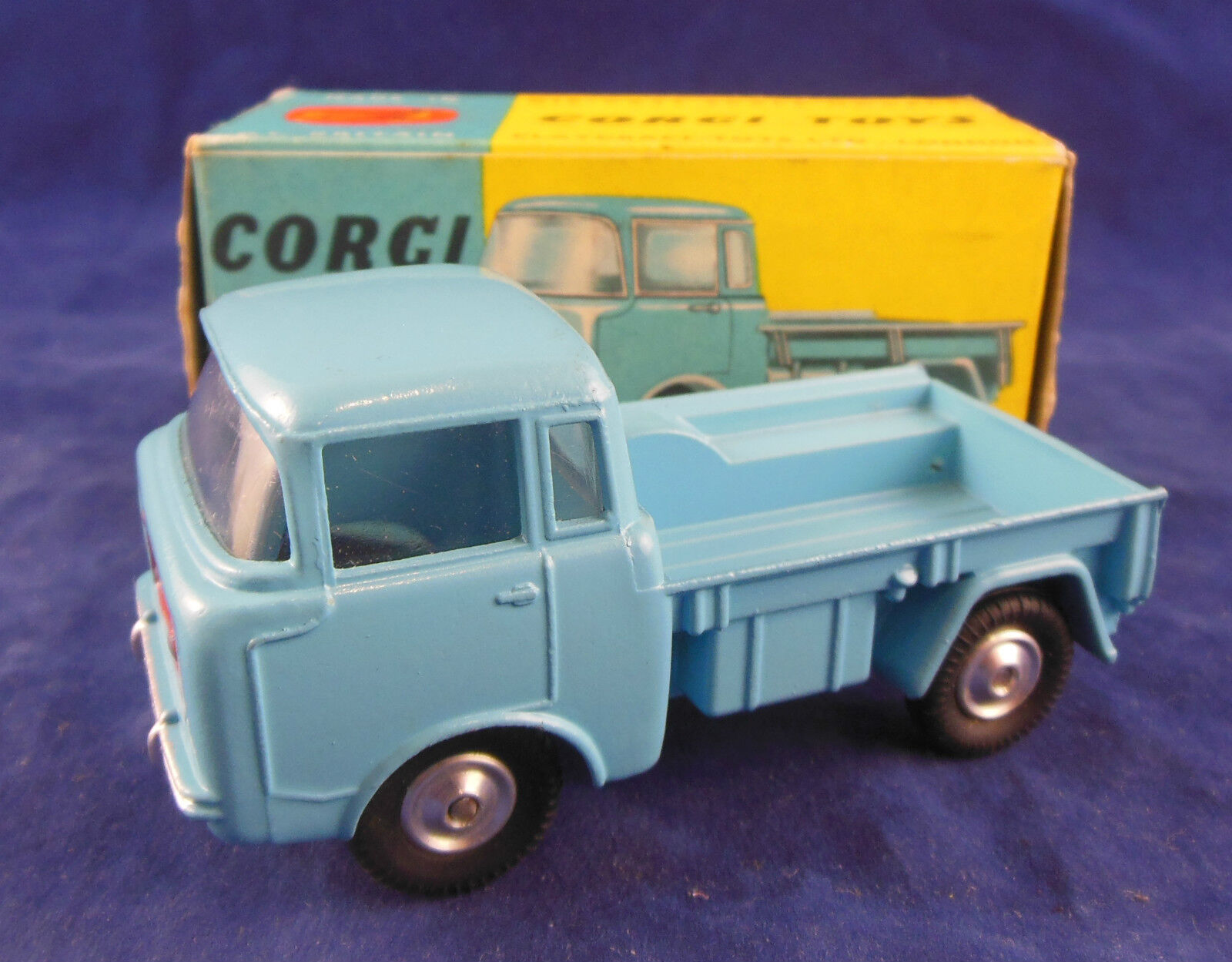 CORGI 409 forward control jeep fc-150 en Light bleu Original and exquise