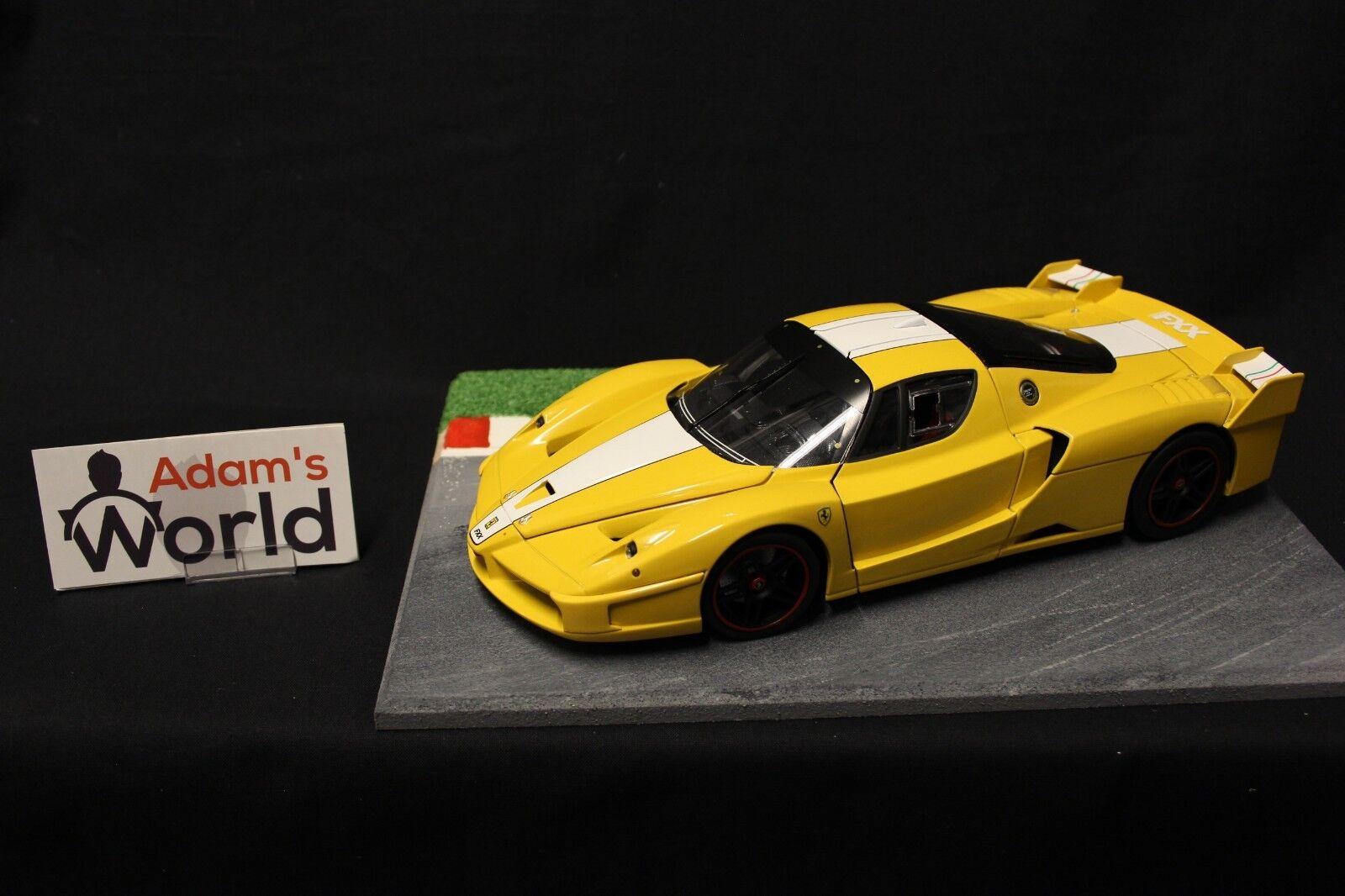 Hot Wheels Elite Ferrari FXX 1 18 giallo (FNB)