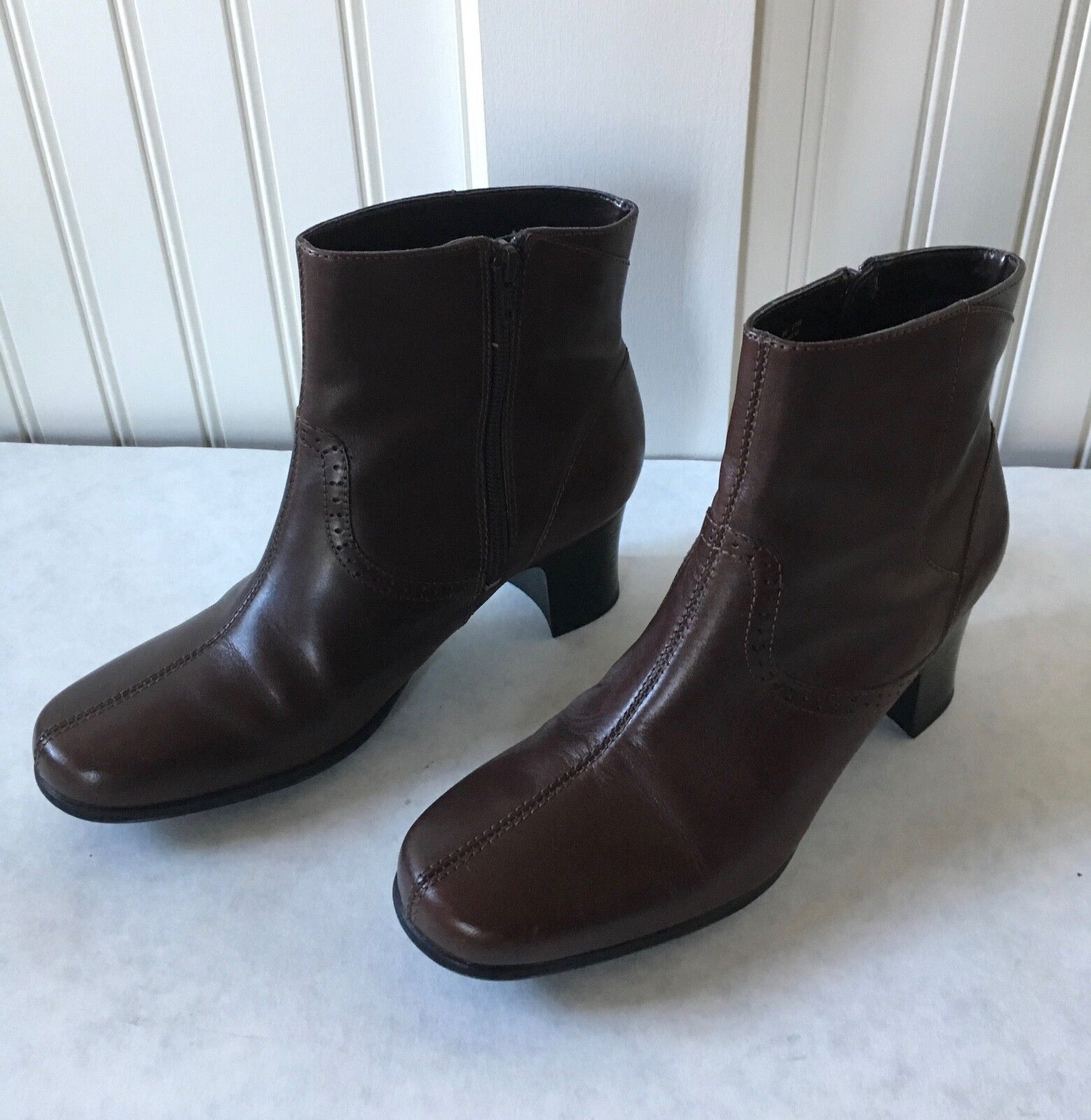 Clarks Women's Short Boots Size 8M, Dark Brown, Excellent Condition