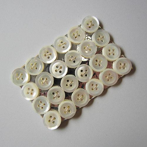 24 blancs âgés vierloch NACRE boutons sur carte 5557we-12mm