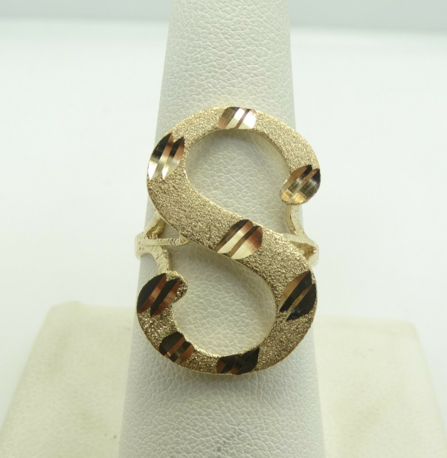 Very Nice 10K Y gold Diamond Cut Textured 27mm  S  Ring  size 8.5 3.5 GramsD5676
