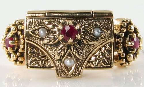UNUSUAL 9K 9CT GOLD INDIAN RUBY & SEED PEARL BOX POISON LOCKET RING FREE SIZE