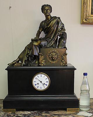 Grosse Empire Kaminuhr Hémon, Paris ca. 1810-15 Bronze Cäsar wohl P. V. Ledure