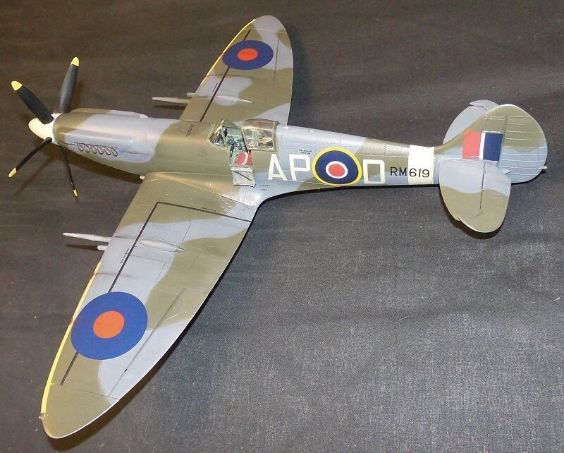 AA Productions 1 32 scale spitfire mk XlV full conversion set (resin).