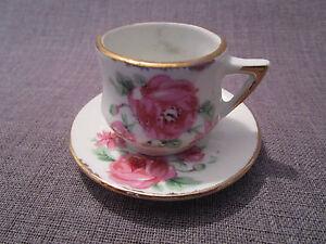tasse et sous-tasse de dinette ancienne en porcelaine,dec<wbr/>or de roses
