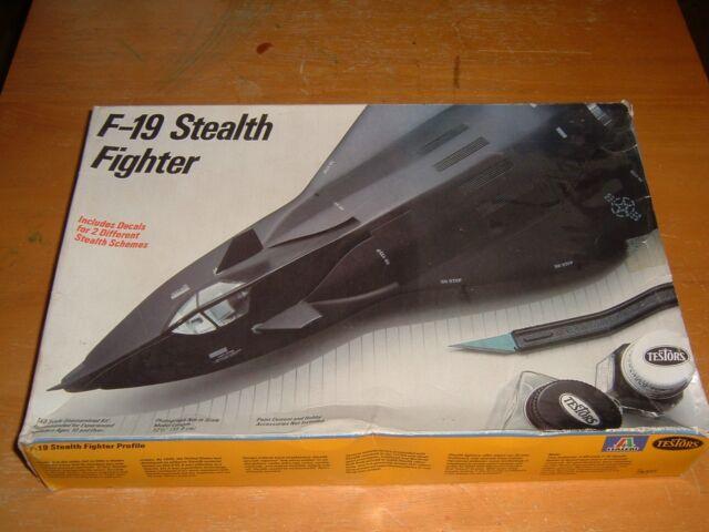 1986 TESTORS Model F-19 STEALTH FIGHTER Kit #595