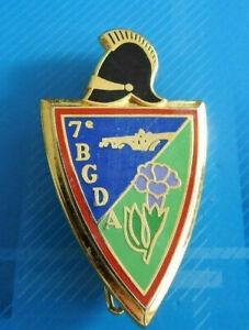 2487-Joli-insigne-militaire-7eme-Regiment-du-Genie