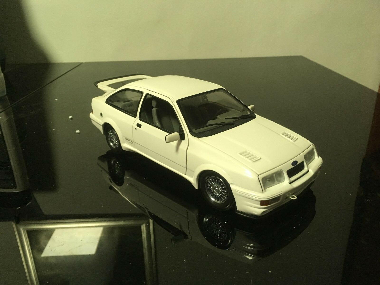 Ford Sierra RS Cosworth white 1 18 Minichamps