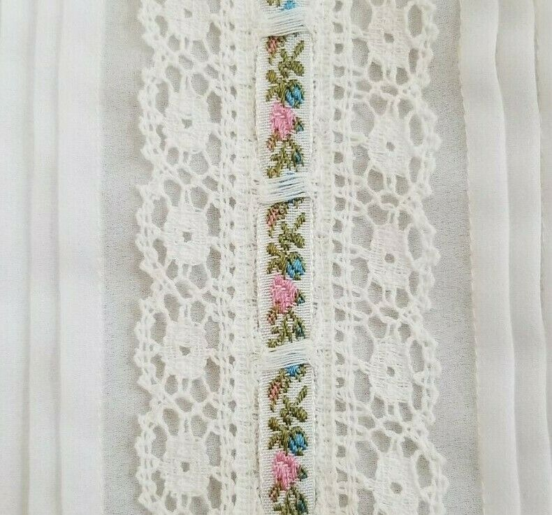 Vintage LORD & TAYLOR Ivory Crochet Lace Pleated … - image 3
