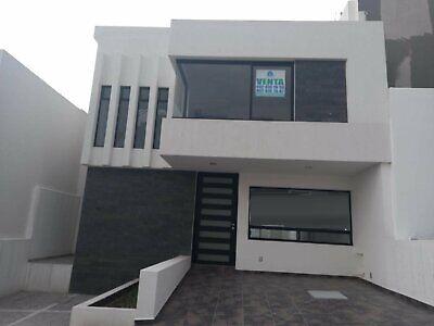 Casa en Venta de 3 niveles en Punta Esmeralda