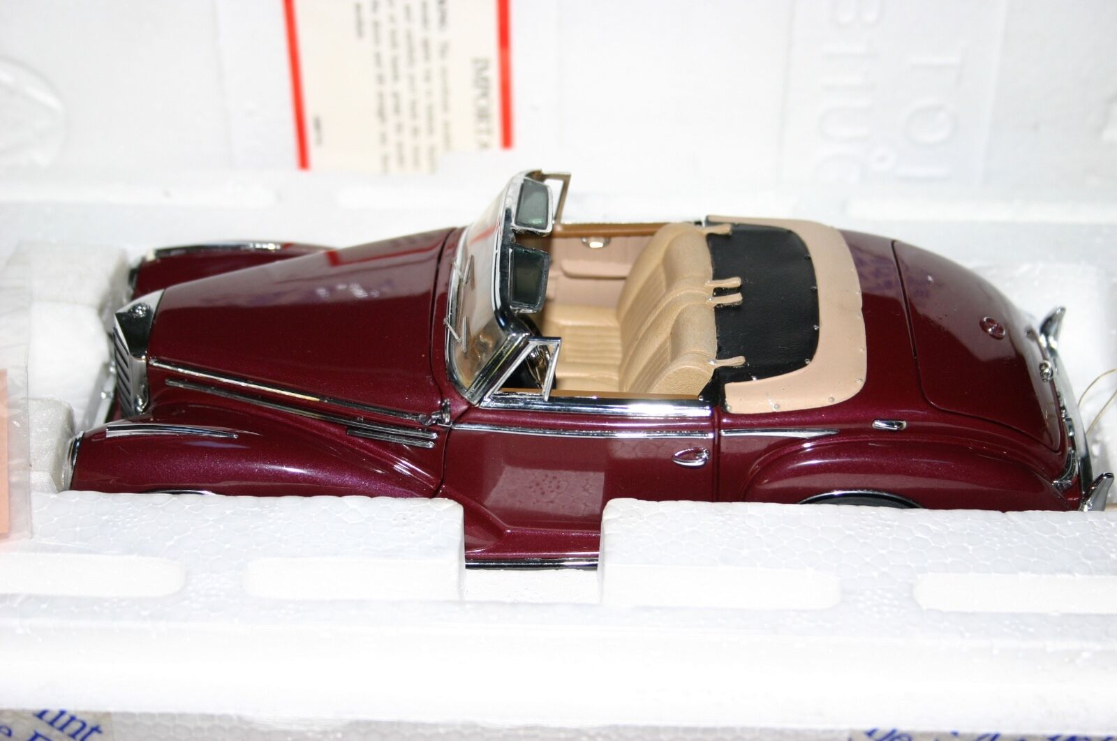 Franklin Mint Mercedes-Benz 300SC rosso oscuro en Caja & papeleo