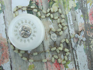 Vintage-Catholic-Rosary-cream-white-4x6mm-glass-amp-Holy-Communion-Case