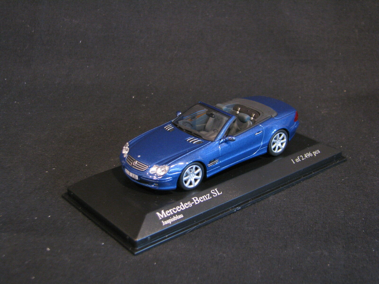 Minichamps Mercedes-Benz SL 2001 1 43 bluee (JS)