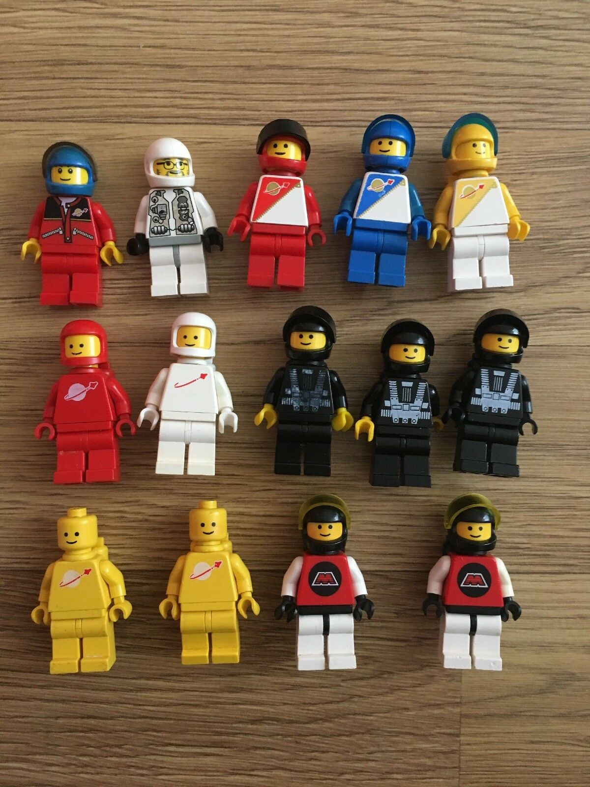14x Lego  Space Vintage Mini Figures As Pictured