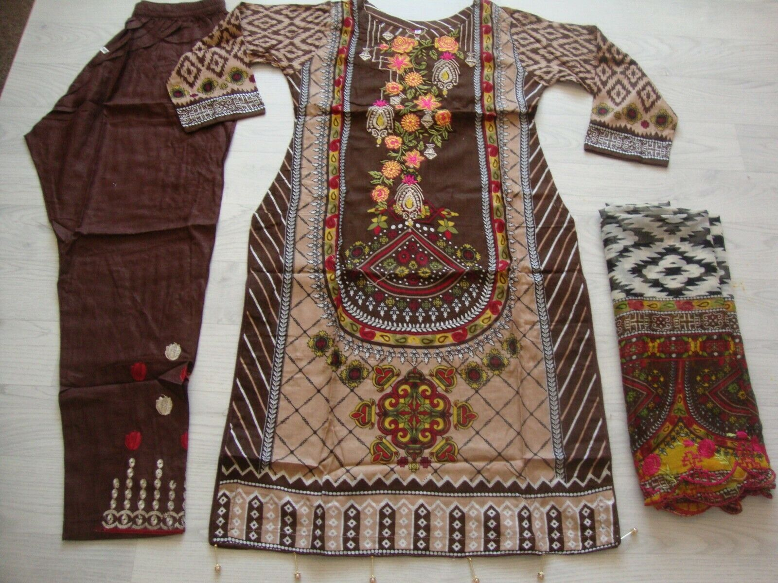 Maria b on lawn design Embroidered stitched salwar kameez summer clearance