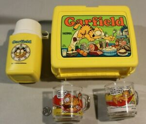 1978-PLASTIC-GARFIELD-LUNCH-BOX-WITH-THERMOS-2-Glasses-1979-McDonalds-NICE-HTF