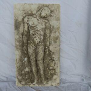 Sculpture-ancienne-bas-relief-en-platre-homme-nue-objet-de-decoration