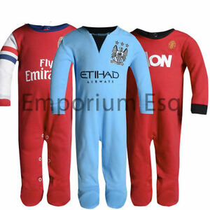 OFFICIAL-BOYS-GIRLS-CHILDRENS-FOOTBALL-CLUB-SLEEPSUIT-BABYGROW-ALL-IN-ONE-1ZEE