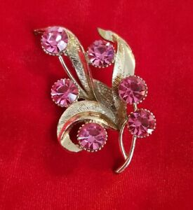 Vintage-HOLLYWOOD-Floral-Spray-goldtone-Pink-Crystal-Costume-Brooch-Pin