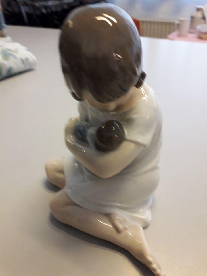 Porcelæn, Pige med dukke, Royal Copenhagen