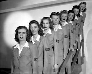 CBS-OLD-TV-RADIO-PHOTO-Blue-Uniforms-Adorn-Cbs-Messengerettes-Mail-Girls-1943-1