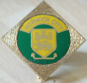 NORWICH-CITY-FC-Vintage-1970s-80s-insert-type-badge-Brooch-pin-In-gilt-37mm-Dia