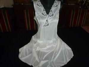 jolie combinaison&fond de robe vintage jolie dentelle T48 fait 50  ref 0770