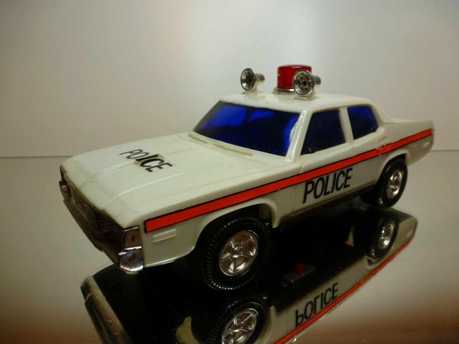 LUCKY HONG KONG AMERICAN POLICE CAR - bianca L25.0cm - GOOD CONDITION - BATTERY