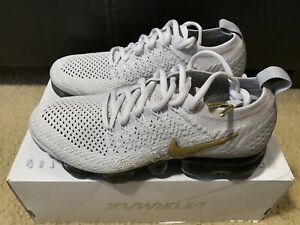 Details about Nike Air Vapormax Flyknit 2 Women's sz 6 Vast Grey Metallic Gold 942843 010