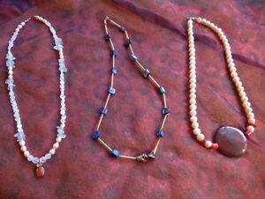 3-modische-Ketten-mit-Anhaenger-teilweise-Halbedelstein-Perlmutt-Perle-Unikate