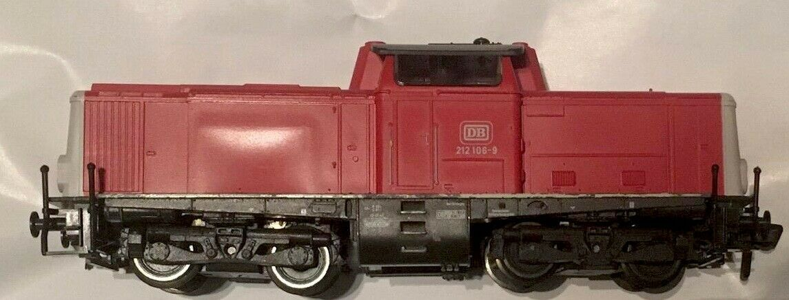 K FLEISCHMANN - Scala H0 - Locomotore DB  212 106-9