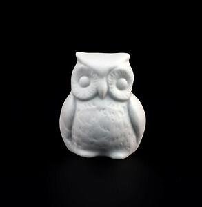 9942854-Porcelain-Figurine-Bird-Little-Owl-White-Bisque-Wagner-amp-Apel-H4-5cm