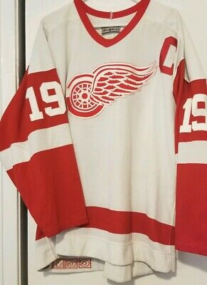 competitive price e55cf 5af9a Authentic CCM Detroit Red Wings jersey /size 52/ Steve Yzerman | eBay
