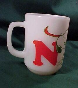 Set Snoopy Woodstock Christmas Noel Mug and Bowl Fire King Anchor Hocking Wreath