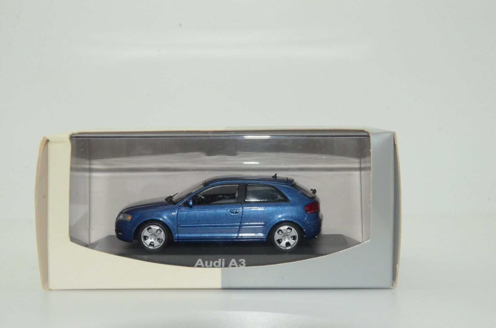 Audi Audi Audi A3 3 Door`s Minichamps Dealer 1 43 98b94f
