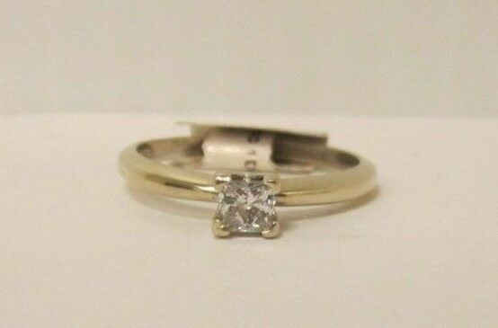 (RI1) Ladies 14K White gold Diamond Ring - sz. 7.25 - 2.4 g - .30 TCW