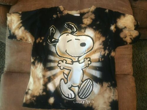 Cedar Fair Peanuts Snoopy Tee shirt Kids sizeSMALL Cedar Point Reverse dye black