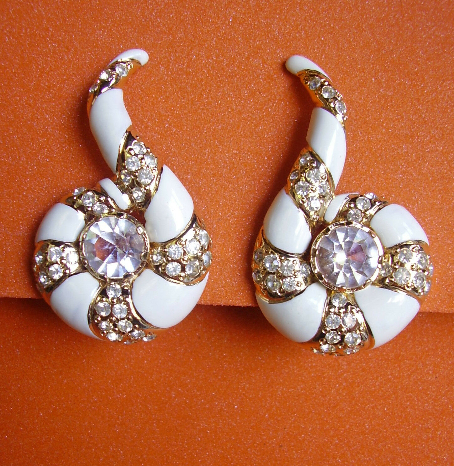 525     VALENTINO   BOUCLES D'OREILLE CLIPS  SPIRALE  EMAIL white