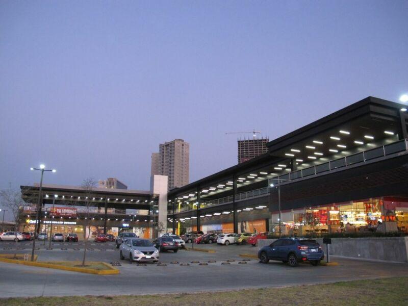 Renta de Locales en Plaza Aleda Querétaro