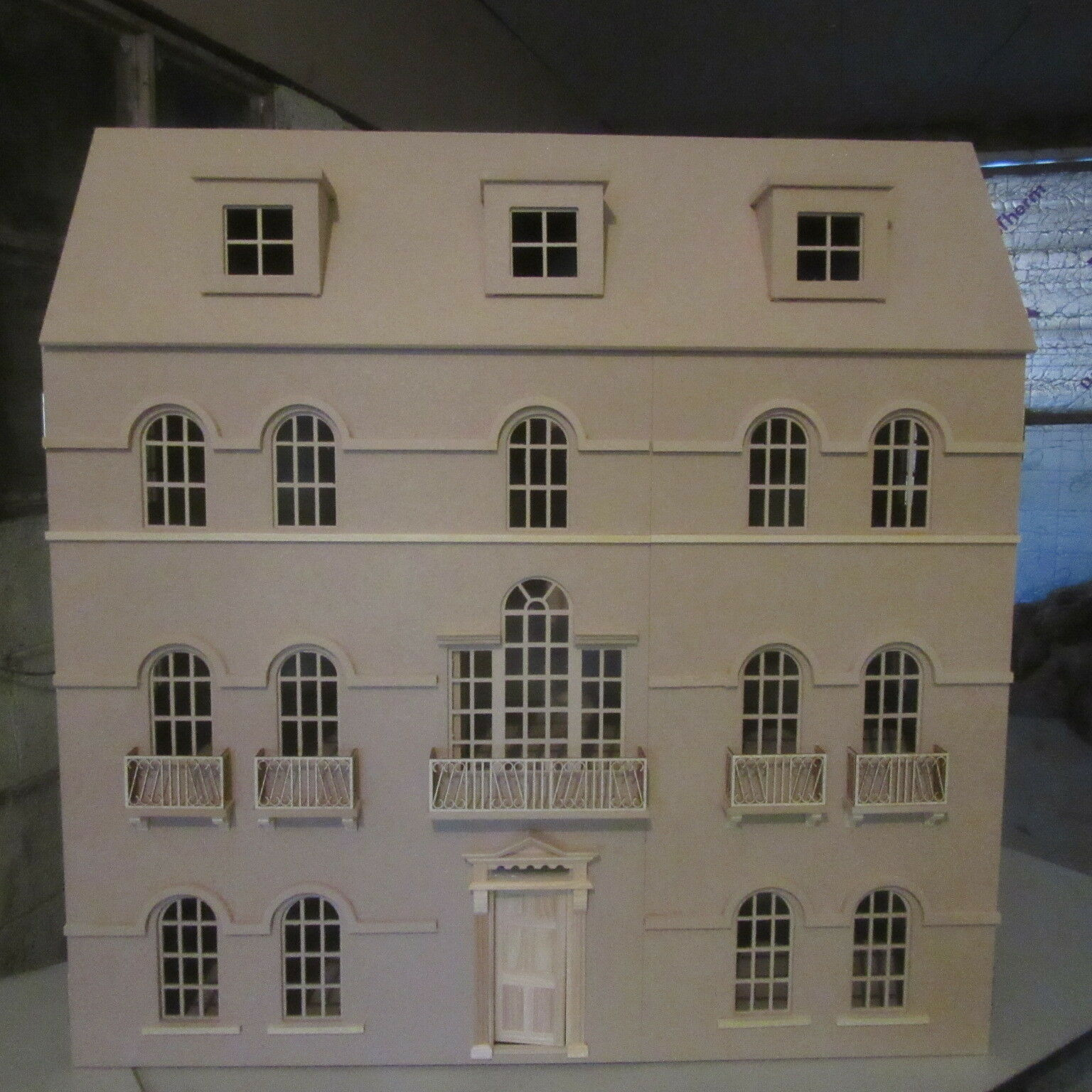 1 12 scale Dolls House The Windsor House Kit  DHD 1601