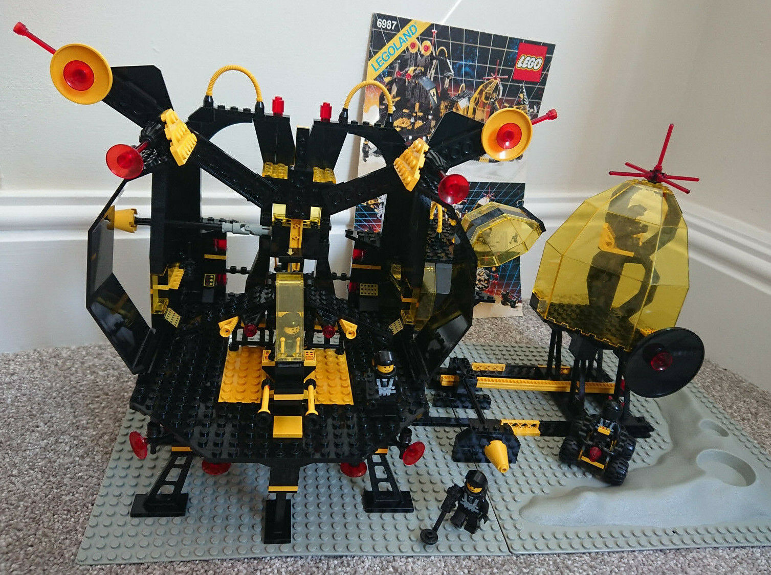 Lego Space 6987 - Message Intercept Base - 100% Complete with Instructions