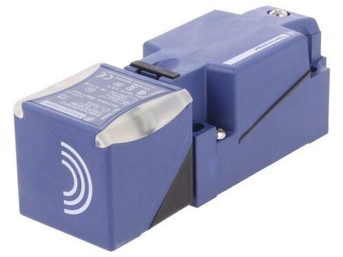 XS8C4A4PCN12 Sensor inductive Range040mm Output conf PNP NO NC SCHNEIDERS