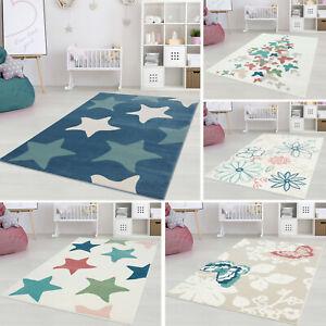 Kinderteppich-Inspiration-Tiere-Blumen-Sterne-Pastell-Blau-Rosa-Gruen-Creme