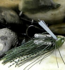Stand Up Finesse Weedguard Skirted  Rattle Jig Fransenjig mit 2 Lock  Rasseln