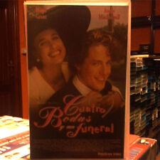 CUATRO BODAS Y UN FUNERAL (Mike Newell) VHS . Hugh Grant Andie McDowell