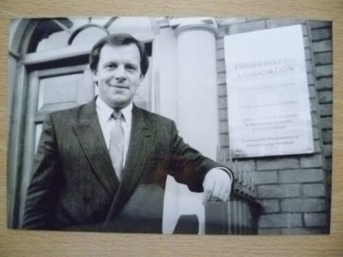 100% ORIGINAL PRESS PHOTO 1988 GORDON TAYLOR, FOOTBALL ASSOCIATION'S SECRETARY