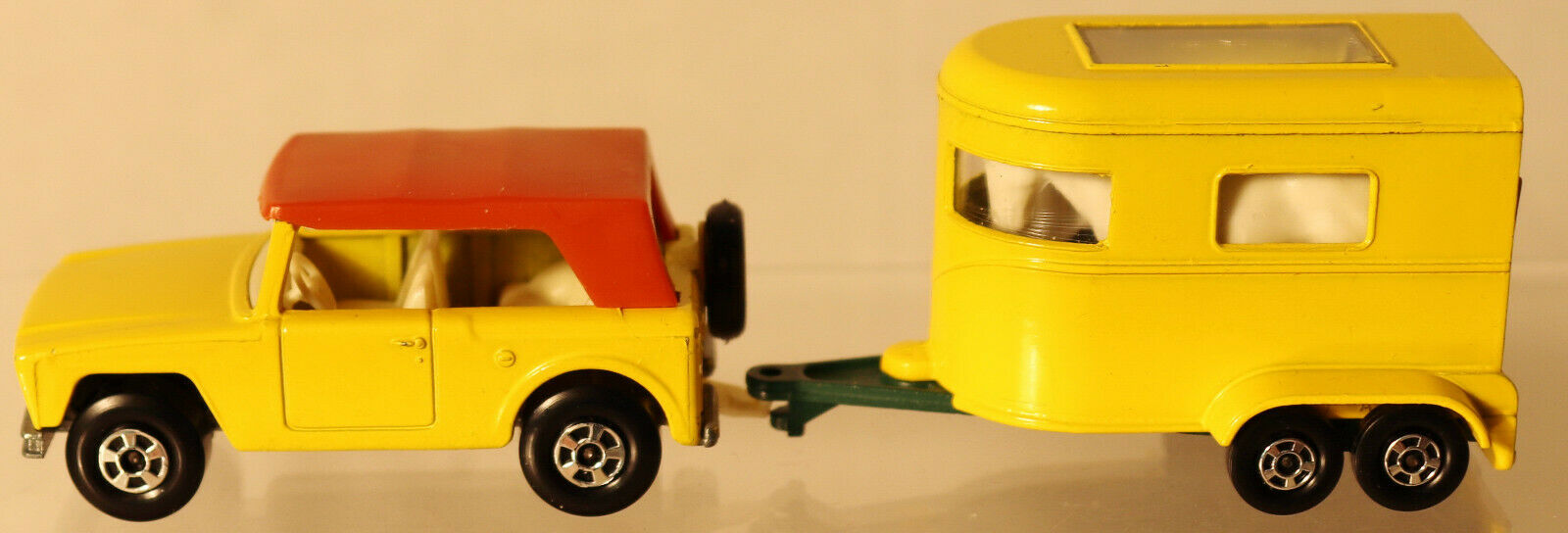 DTE 2 LESNEY MATCHBOX TRANSITIONAL SUPERFAST 18-A FIELD CAR & 43-A PONY TRAILER