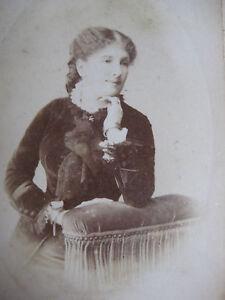 Photographie-ancienne-femme-elegante-sur-carton-Photographe-Maujean-Paris-mode